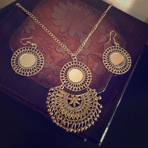 Necklace and earring set in antique gold color